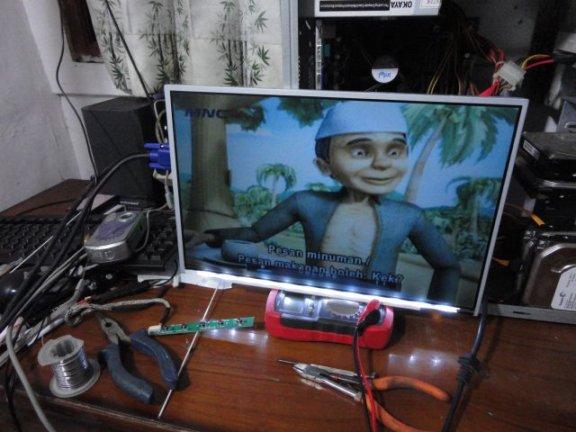 LCD Monitor Hasil Modifikasi (belum di rakit)